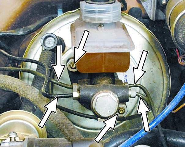 Тормозные трубки под капотом ВАЗ 2109